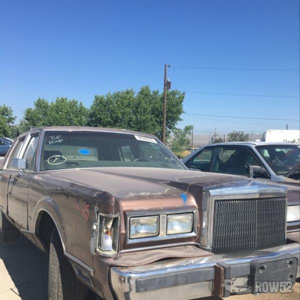 Row52 1988 Lincoln Town Car At U Pull Pay Aurora 1lnbm81f8jy779810