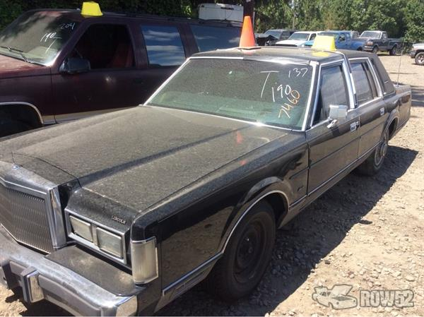 Row52 1988 Lincoln Town Car At Pick N Pull Sherwood 1lnbm82fxjy616395