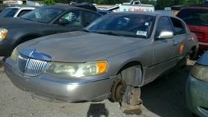 200 Lincoln Town Car